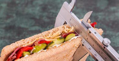 midiendo las calorías de un emparedado