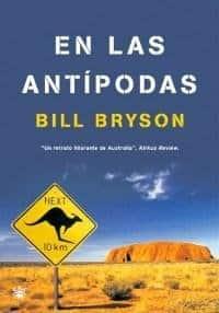 portada de libro en las antípodas de bill bryson con una foto del desierto de Australia y una señal con un canguro en ella