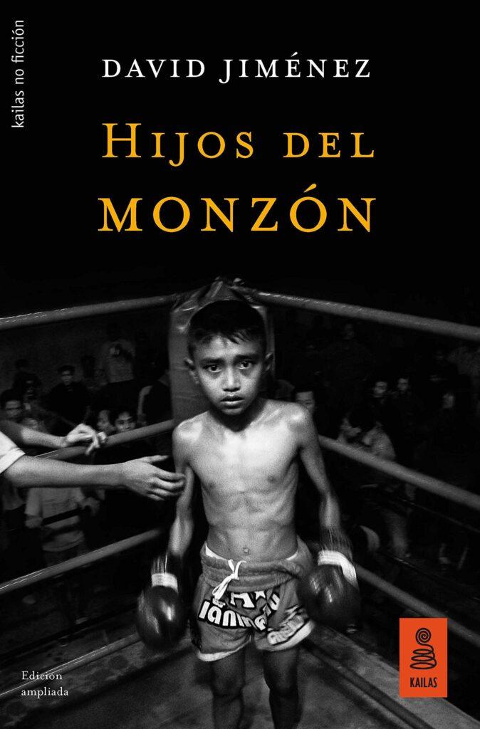 Libro los hijos del monzón con la imagen de un niño sobre un cuadrilátero de boxeo