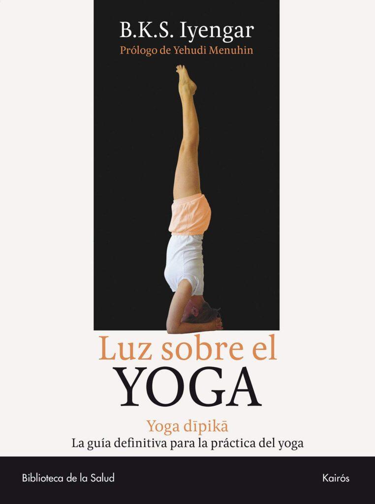 Portada de Luz sobre el yoga guía para practicar yoga