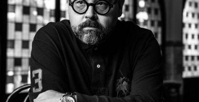 Autor español ya fallecido Carlos Ruiz Zafón.